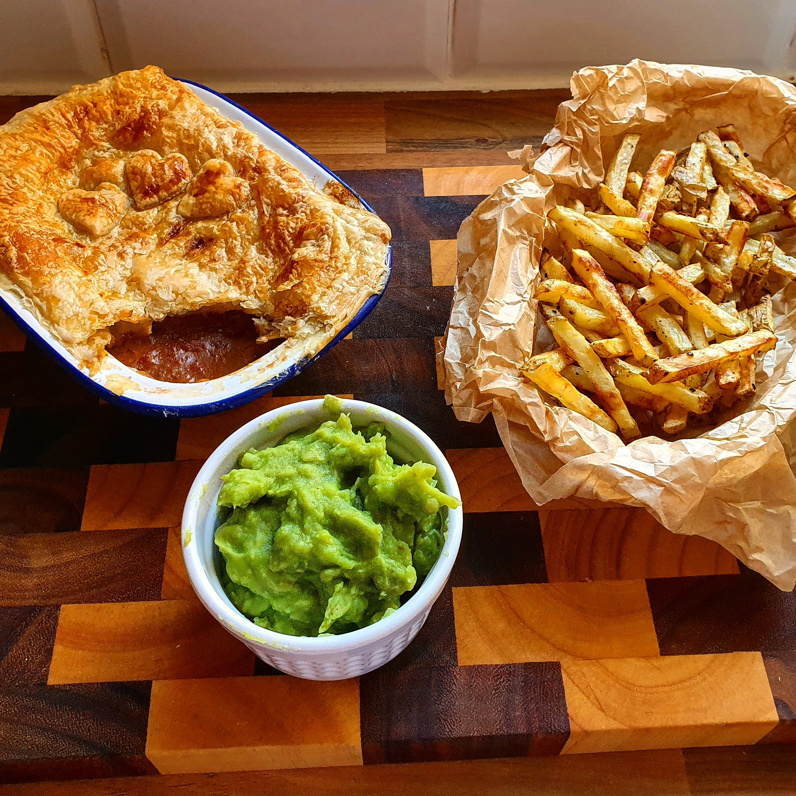 Cheats Beef Pie (Ready In 10 - 15 Mins) - Jules The Lazy Cook